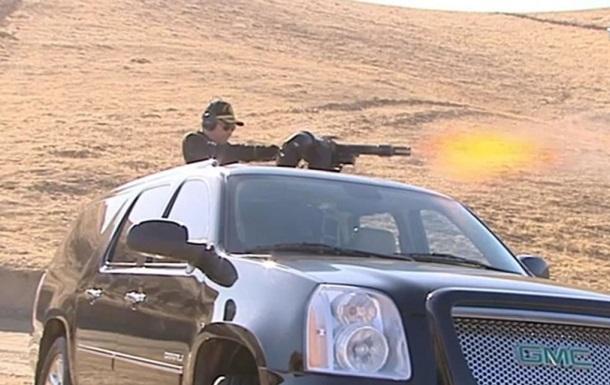 Президент Туркмении взорвал бочки из 'минигана'