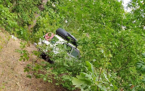 Полицейские нашли в лесу автомобиль с трупом внутри