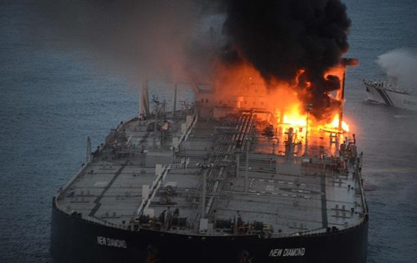 Біля узбережжя Шрі-Ланки дві доби горить танкер з нафтою