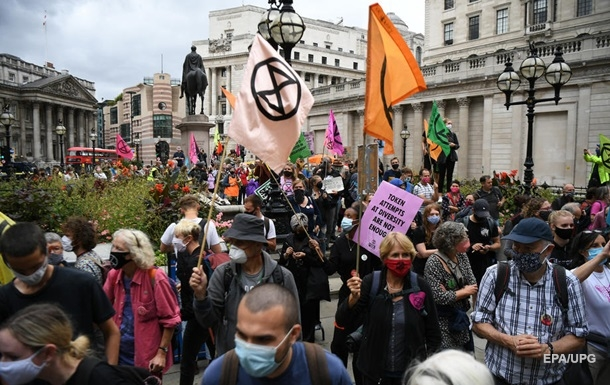 Проблемы климата: в Британии активисты помешали выходу газет