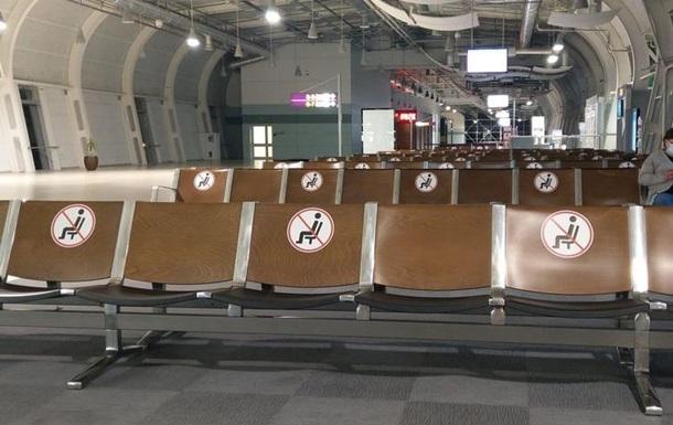 Во Львове в аэропорту застряли иностранцы, приехавшие к родителям