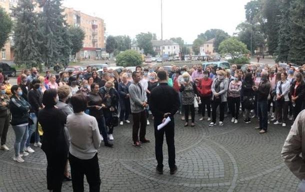 У Костополі протестують проти внесення міста в  червону  зону