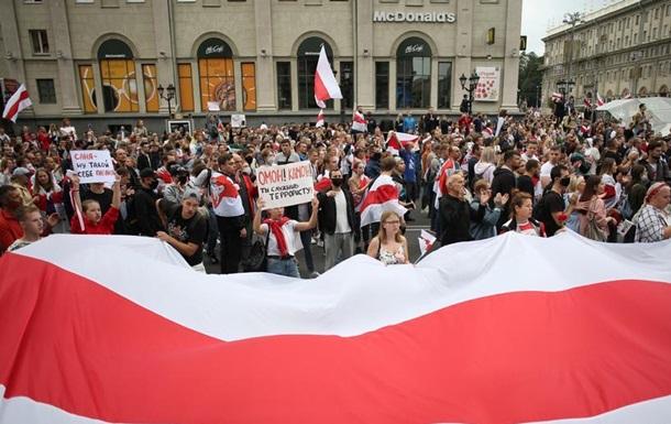 Хороводи й жорсткі затримання: протестні вихідні у Білорусі