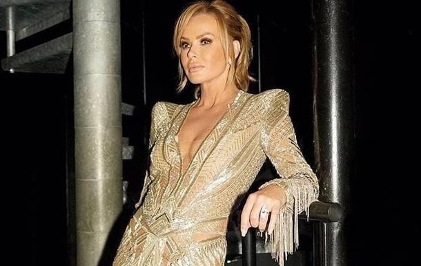 Ведущая вышла в эфир в прозрачном платье без белья