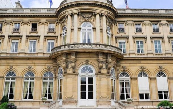 Франция отменила встречу с российскими министрами