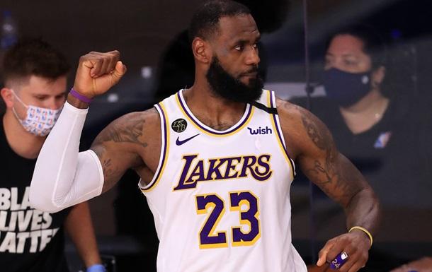 ЛеБрон вышел на первое место в истории НБА по победам в плей-офф