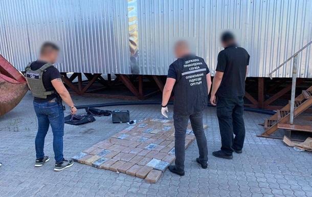 В порту Южный в контейнере с бананами нашли 112 кг кокаина