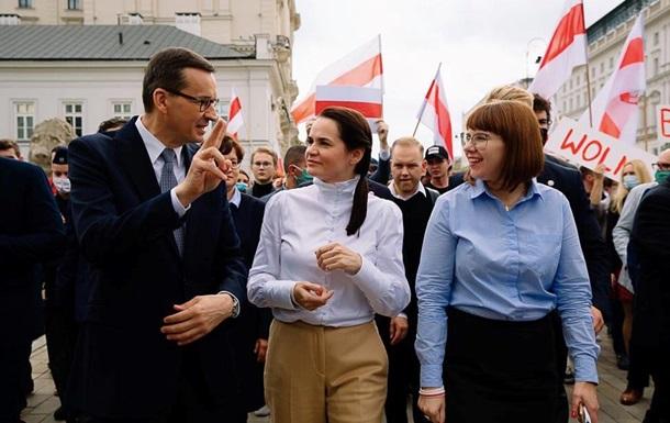 У Польщі Тихановській вручили ключі від білоруського центру у Варшаві