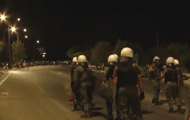 В Греции полиция применила газ против мигрантов из сгоревшего лагеря