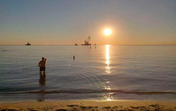 Танкер Delfi буксирують у порт Чорноморська