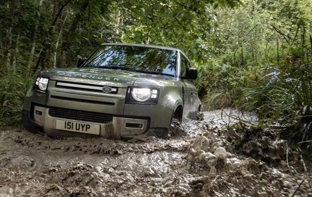 Land Rover представил новый гибридный внедорожник