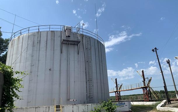 Робочі в Рені закрилися в нафтовому резервуарі