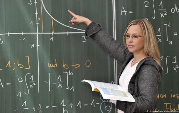 С начала сентября COVID-19 заболели 130 учителей в Украине