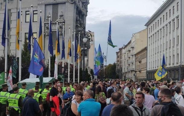 На Банковой протестуют против соглашения с 'ДНР'