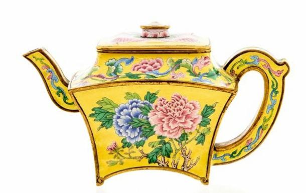 Старый чайник оказался ценным сосудом императора