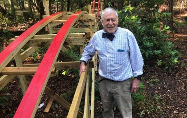 Внук для дедушки построил американские горки