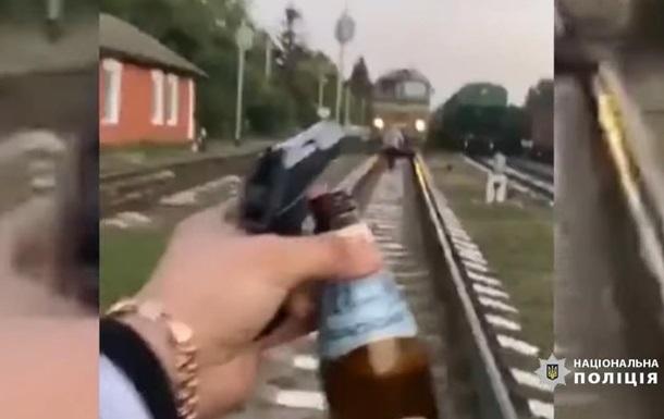 Двое пьяных остановили поезд в Винницкой области ради ролика в соцсети