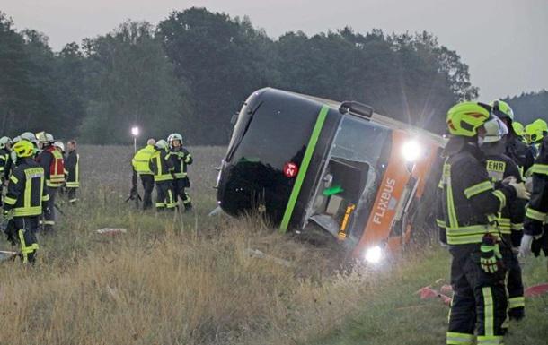 В Германии более 30 человек пострадали в ДТП с автобусом
