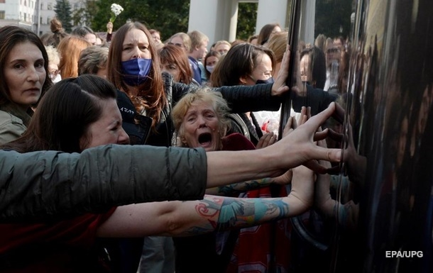 Протести в Білорусі: до Мінська стягують військову техніку