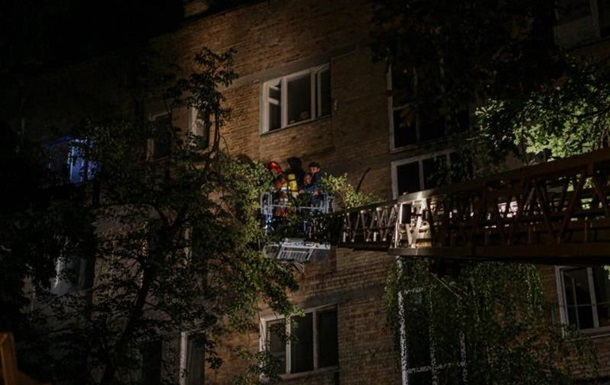 В Киеве произошел пожар в многоэтажке: есть жертва