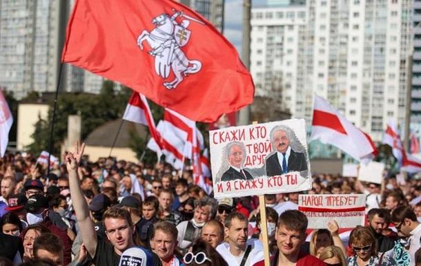 Протестні вихідні в Мінську:  Марш героїв  до Лукашенка  додому