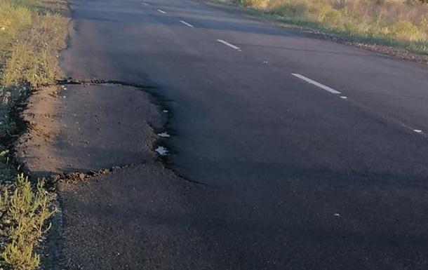 На Запорожье разрушается только что отремонтированная дорога