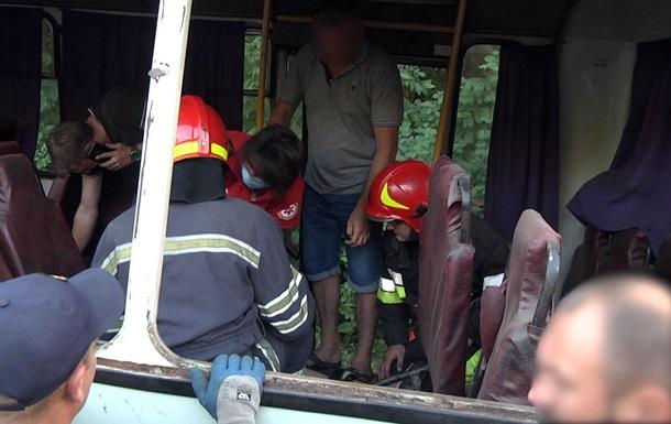 В Хмельницком семь человек пострадали в ДТП с автобусом