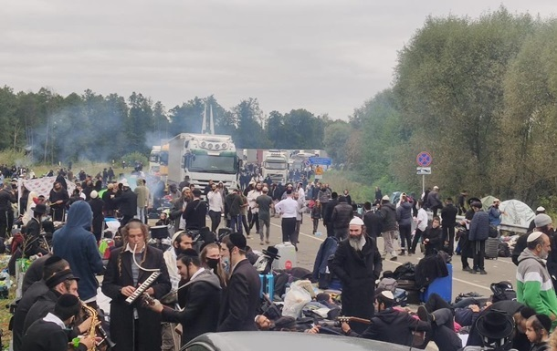 На границе с Украиной находятся до 2,5 тысяч хасидов