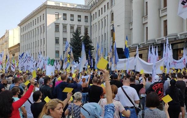 В Киеве предприниматели показали желтую карточку Зеленскому