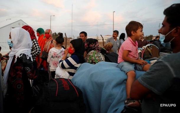 Греция переселяет сотни мигрантов из сгоревшего лагеря