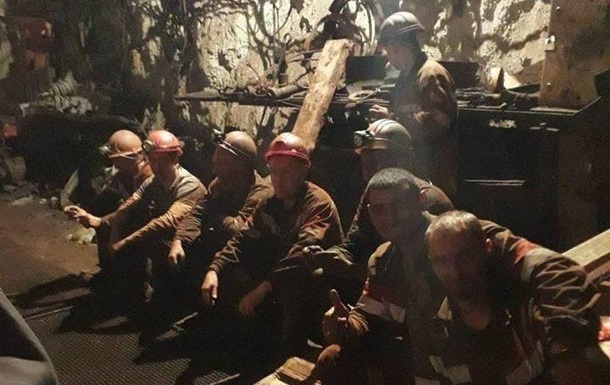Протест горняков Кривого Рога: девятерых забрали скорые