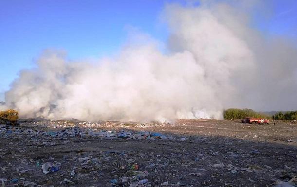 В Житомирской области вспыхнул крупный пожар на свалке
