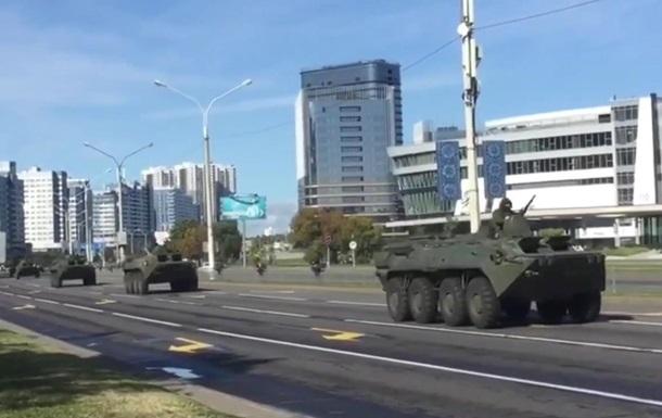 В центре Минска появилась бронетехника
