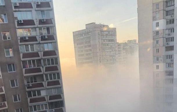 Плотный смог затянул часть Киева