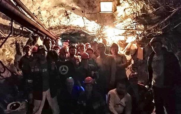 Бастующих под землей в Кривом Роге горняков осталось менее 150