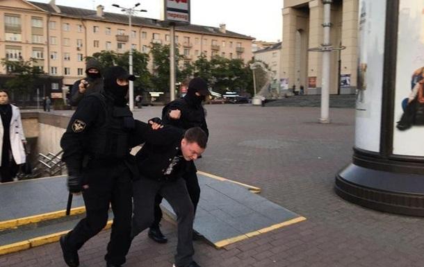 У Білорусі за день затримали майже 450 осіб