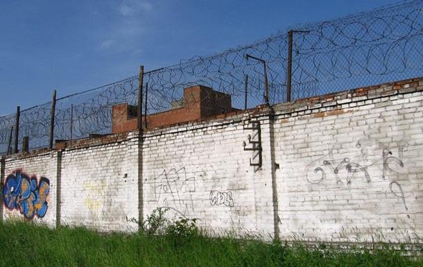 Во Львове ночью двух заключенных сняли с ограды колонии
