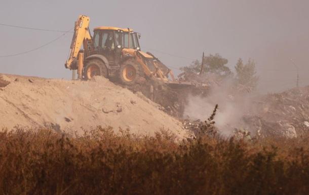 В Киеве за двое суток потушили пожар на мусорной свалке