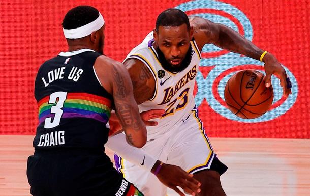 НБА: ЛеБрон оформил трипл-дабл, но Лейкерс проиграли Денверу