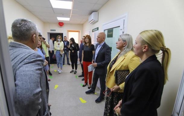 Мэр Труханов открыл современный инклюзивный-ресурсный центр для детей