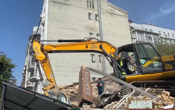 В центре Киева пытались снести старый дом