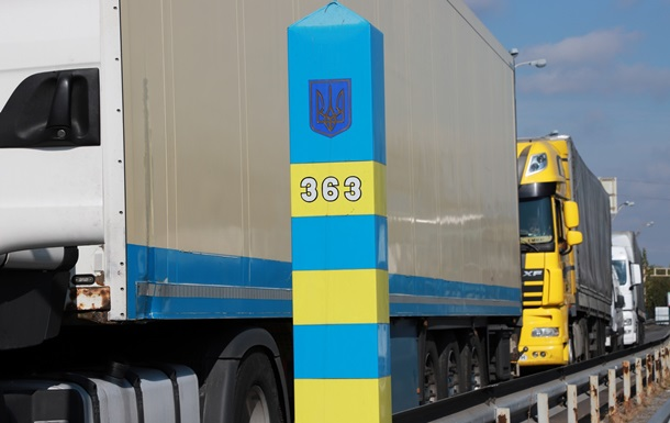 На границе с Венгрией и Словакией гигантские очереди