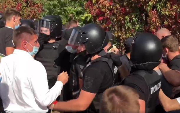 В киевском колледже произошли стычки с полицией