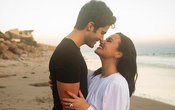 Известная певица рассталась с женихом через два месяца после помолвки