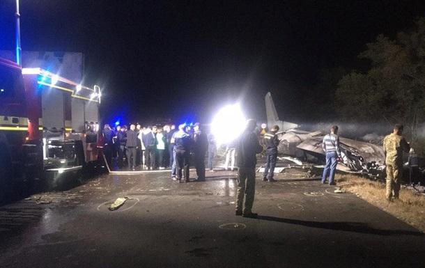 Падение самолета: продолжаются поиски трех человек