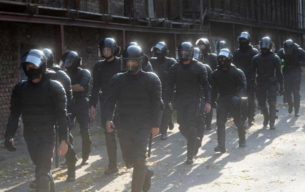 В Гомеле митингующих разгоняют газом и гранатами