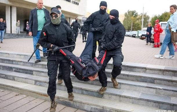 В Минске стотысячный митинг, до 100 задержанных