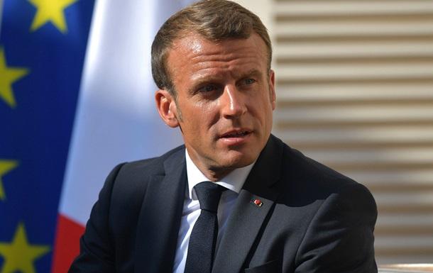 Макрон требует у Москвы объяснений по Навальному
