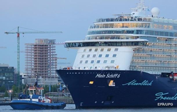 Круизный лайнер прервал тур у берегов Греции из-за коронавируса