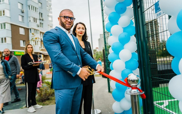 Представители группы компаний DIM открыли футбольное поле возле ЖК Метрополис в Голосеевском районе
